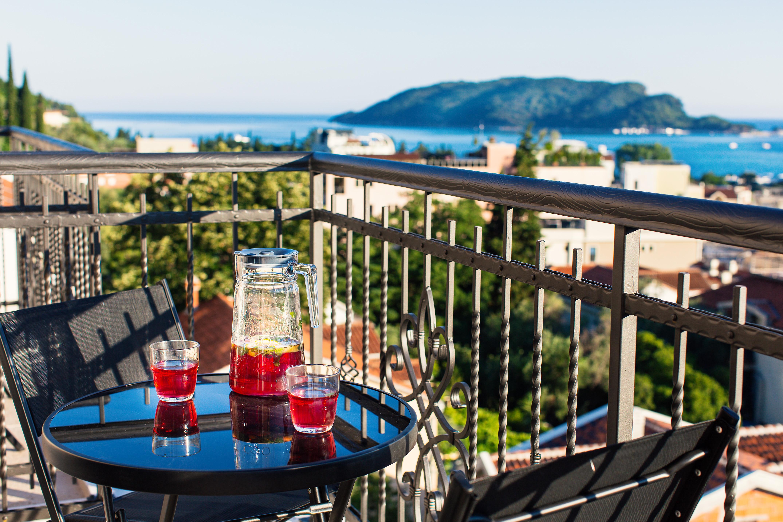 budva-yacht budva-caffes montenegro budva-beach-bar beach